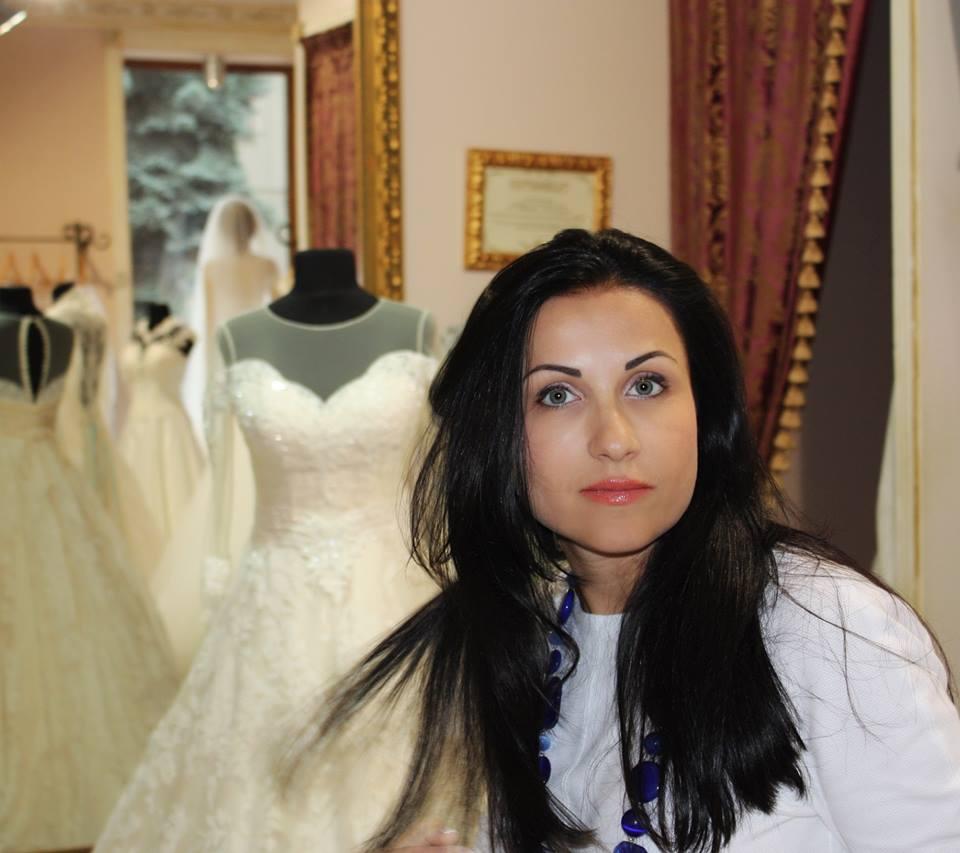 8c648914a24c59 Цієї весни представляла сукні на Європейському тижні моди, який проходив у  місті Ессен в Німеччині. А нещодавно мала зйомки весільної колекції 2020 в  Італії ...